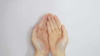 右手・左手どのような意味を持っているの?