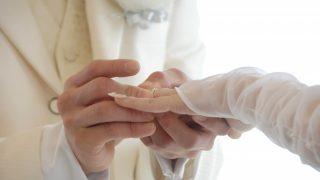どうして結婚指輪を左手薬指にするかご存知ですか?