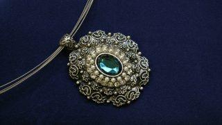形見分けの宝石、デザインが古いのですが買取可能ですか?