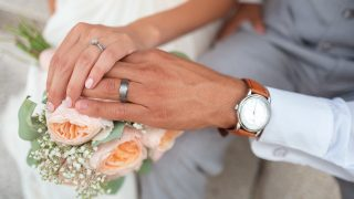 婚約指輪はサプライズor一緒に選ぶ?
